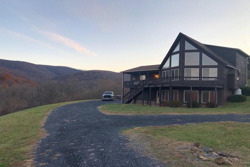 Best Airbnbs near Shenandoah National Park // Bear Mountain Lodge