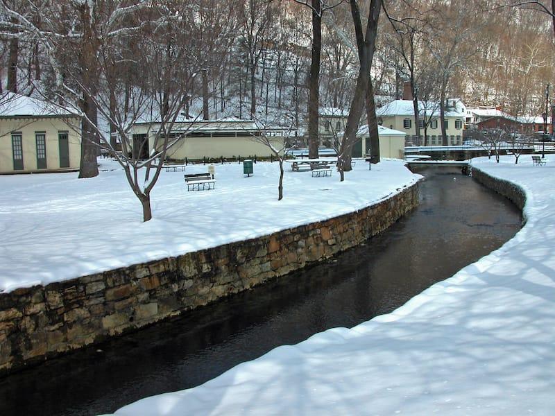 Snow in Berkeley Springs Park