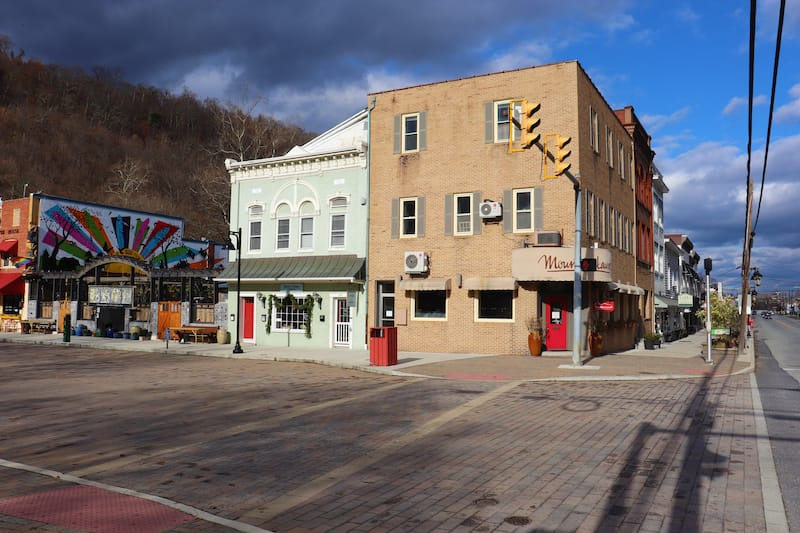 Street in Berkeley Springs in the day