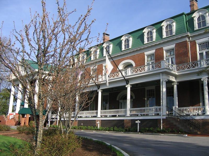 Martha Washington Inn via Jason Riedy (Flickr CC BY 2.0)