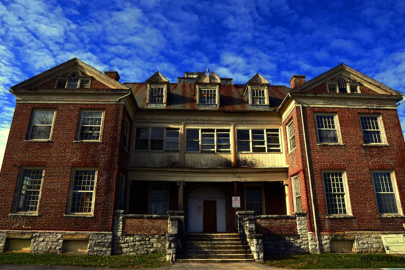 St. Albans Sanitarium - Jason Lincoln Lester - Shutterstock.com